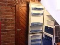 vstup do sklípku, druhá lednice s mrazákem