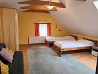 Podkroví - ložnice I - pronájem chalupy Podhořany u Ronova nad Doubravou