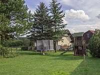 Zadní zahrada - chata ubytování Leškovice