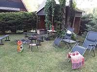 Jiný pohled na venkovní posezení - chata k pronájmu Škrdlovice - Velké Dářko