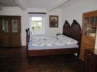 Velký obývací pokoj - chalupa k pronájmu Chroustov
