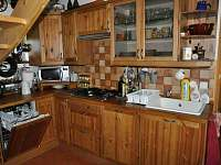 Kuchyně (s myčkou) - chalupa k pronájmu Mezilesí