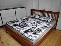 Malá ložnice - chalupa k pronájmu Mezilesí