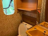 toaleta společná se sprchovým koutem - pronájem chaty Svatojánské Lázně