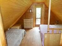 ložnice s balkonem - chata k pronajmutí Světnov