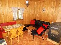 obývací pokoj s kamnama - chata ubytování Světnov