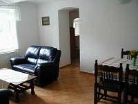 Obytná místnost v apartmánu - chalupa k pronajmutí Malá Losenice