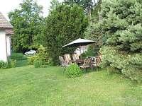 Zahradní posezení pro apartmán - chalupa k pronájmu Malá Losenice