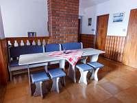společenská místnost - chalupa k pronájmu Nové Město na Moravě