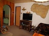 Obývák - chata k pronájmu Bartoušov