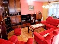 obývací pokoj - chalupa k pronájmu Řásná