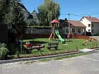 Obecní dětské hřiště - chalupa k pronájmu Heřmanov