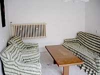 Obývací pokoj - chalupa k pronájmu Heřmanov