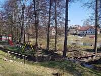 Dětské hřiště v sousedství - Nové Město na Moravě - Olešná