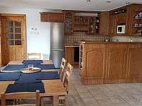 Kuchyně s jídelním koutem - chalupa ubytování Nové Město na Moravě - Olešná