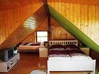 Ložnice v podkroví - pronájem chalupy Lesonice