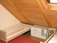 Pokoj podkroví 3 - dětský, průchozí