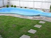 bazén na zahradě - chalupa k pronájmu Štěměchy