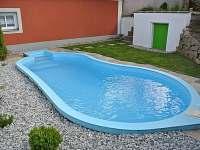 bazén na zahradě - chalupa ubytování Štěměchy