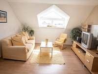 obývací pokoj nahoře - pronájem chalupy Štěměchy