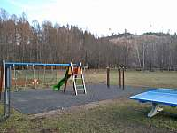 Dětské hřiště 20 m.od našeho ubytování - Dalečín