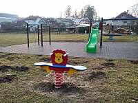 Dětské hřiště 20 metrů od našeho ubytování - Dalečín