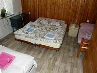 ložnice s manžel.postelí,s novou matrací+gauč pro dospělého+menší postel170x65cm - Dalečín