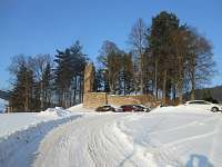 zricenina hradu Dalecin v zimni perine