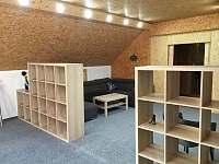 pokoj 3 - podkroví - 4 lůžka + sedačka - chalupa k pronajmutí Malá Losenice