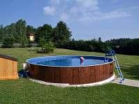Bazén s pískovou filtrací (průměr 4,6 m, hloubka 1,2 m)