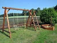 Dětské hřiště - houpačka, provazový žebřík, pískoviště - loď
