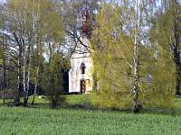 Pohled na poutní kapličku Jana Nepomuckého - chalupa k pronájmu Zubří u Trhové Kamenice