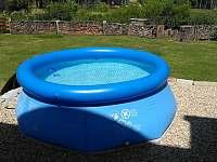 Malý bazén na ochlazení v parném létě. - Dobrá Voda