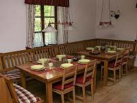 Jídelní kout ve společenské místnosti - chalupa ubytování Telecí u Poličky