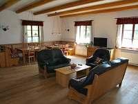 Obývací pokoj s jídelní částí - Telecí u Poličky
