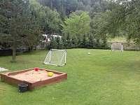 Zahrada vedle chalupy s dětským koutkem - k pronajmutí Telecí u Poličky