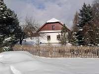 Zimní zahrada na boční straně chalupy