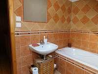 Koupelna v podkroví - chalupa k pronajmutí Ledeč nad Sázavou