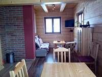 obývací místnost - srub k pronajmutí Hluboká u Krucemburku