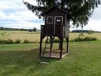 Dětský domeček s pískovištěm - chalupa ubytování Dědová