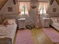Růžový pokoj - pronájem chalupy Rváčov