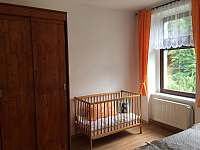 ložnice 3 lůžka + dětská postýlka - apartmán k pronájmu Rohozná