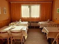 Jídelna s 20-ti místy Vědomé Pojídání - chata k pronajmutí Kralice nad Oslavou - Velké Pole