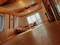 Společenská místnost- Sál věčného bytí - pronájem chaty Kralice nad Oslavou - Velké Pole
