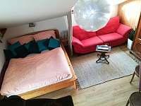 Manželská postel - pronájem apartmánu Třebíč