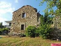 Ruina z roku 1800 na nasi zahrade.