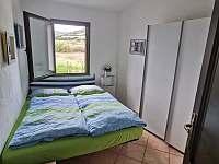 La Perla 4 + kk - ložnice s dvoulůžkovou postelí - apartmán k pronájmu La Ciaccia - Sardinie