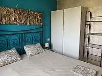La Perla 4 + kk - ložnice s dvoulůžkovou postelí - La Ciaccia - Sardinie