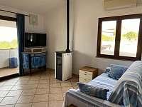 La Perla 4 + kk - sedačka s televizí - apartmán k pronajmutí La Ciaccia - Sardinie