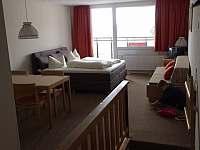 Manželská postel s gaučem - pronájem apartmánu Sankt Englmar